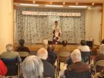 和服で歌うさくらさん(1)
