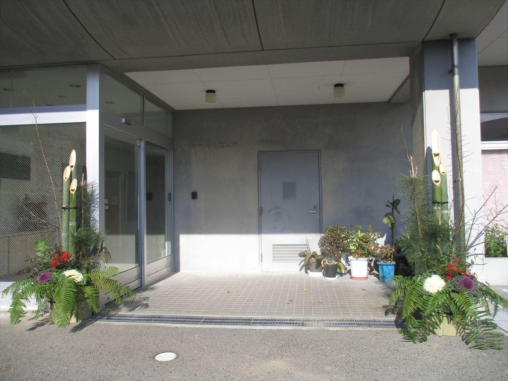 ケアハウス玄関の門松